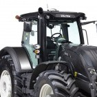 Traktor Valtra. Pilt on illustreeriv.